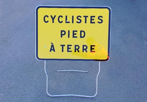 Cycliste pied à terre Panneau signalisation de chantier Panoloc