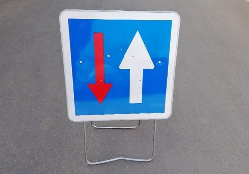 panneau signalisation temporaire priorité au sens de circulation CK18 panoloc arras
